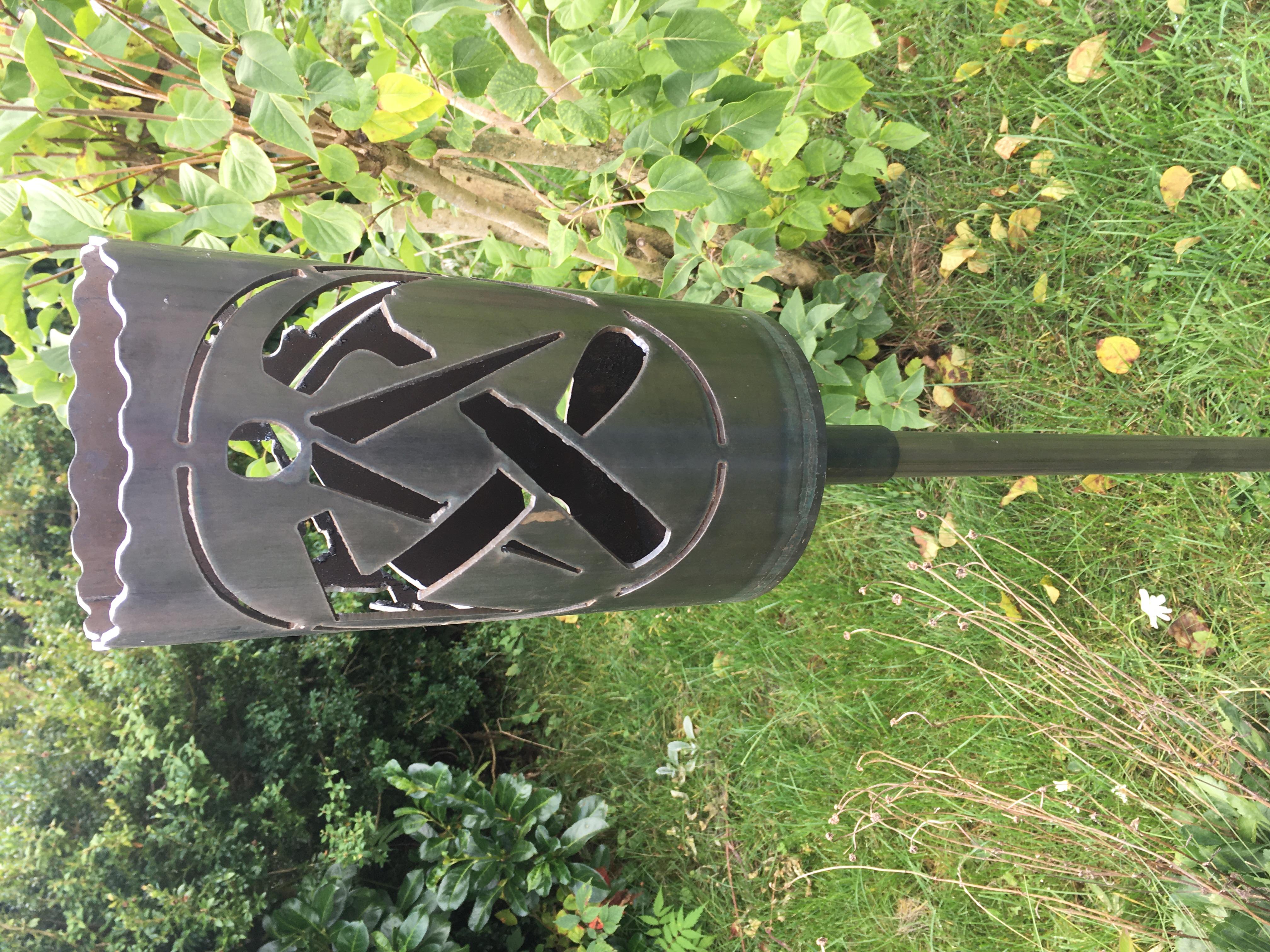 Gartenfackel groß Dachdecker INDIVIDUELL - inkl. Fackelstiel 120 cm unangespitzt und 1 x Brennmaterial