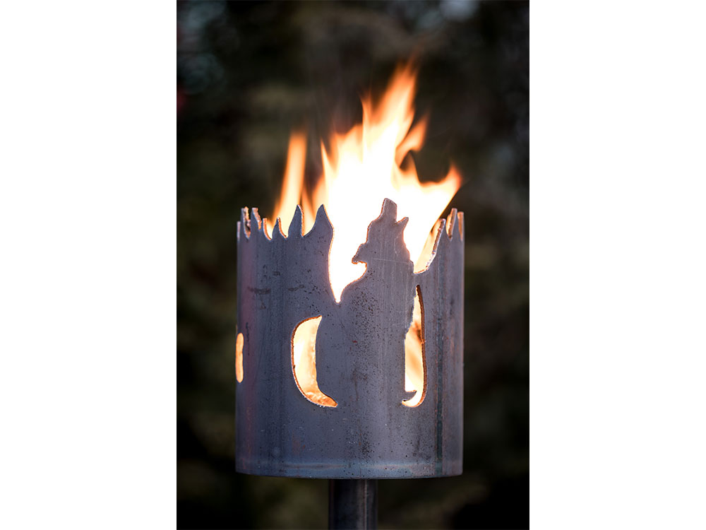 Gartenfackel Heulender Wolf - inkl. Fackelstiel 120 cm unangespitzt und 1 x Brennmaterial